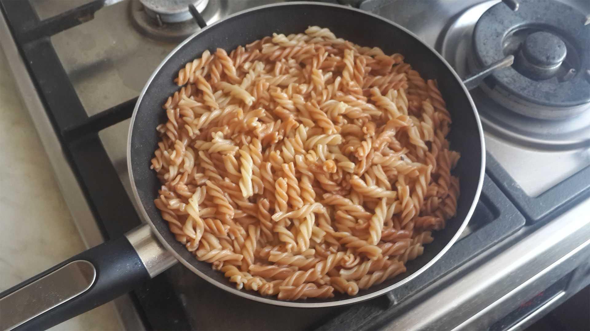 Макароны приготовленные на сковороде