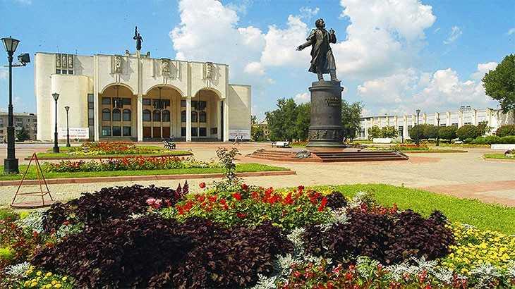 Курский драмтеатр. Театральная площадь