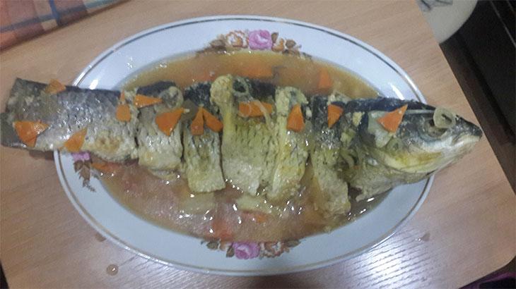 Укладываем рыбу в блюдо