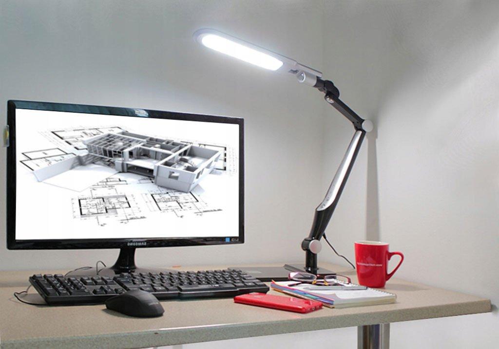 Светодиодная лампа с белым холодным светом на рабочем столе