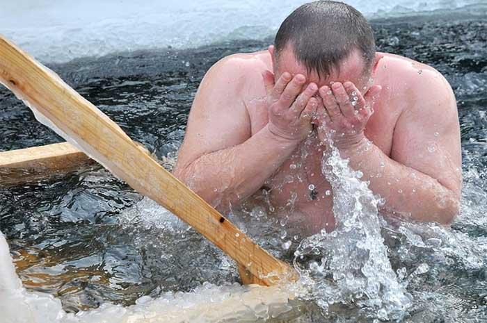 Чем опасно купание в проруби для неподготовленного человека