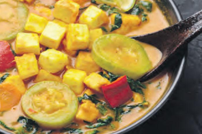 Тофу с овощами под тахинным соусом