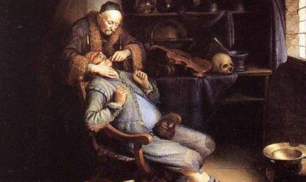 Как лечили зубы в древности: бормашина эпохи неолита, жемчужные зубки и лечение лунным светом